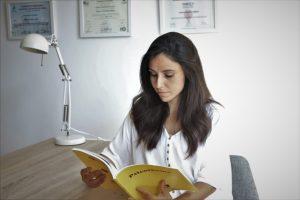 Presentación de Leticia, terapeuta de Sagüés psicología
