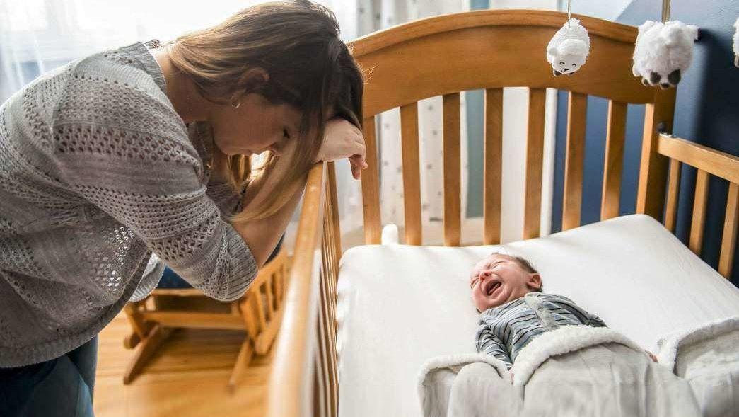 Depresión-posparto-madre-y-bebe-llorando-sagues-psicologia